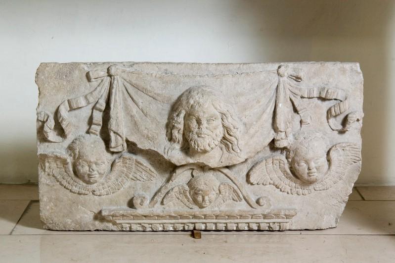 Bott. dell'Italia centr. sec. XV, Frammento di bassorilievo in pietra scolpita