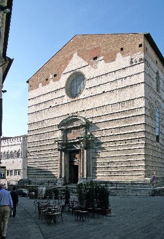 La facciata della cattedrale di San Lorenzo a Perugia
