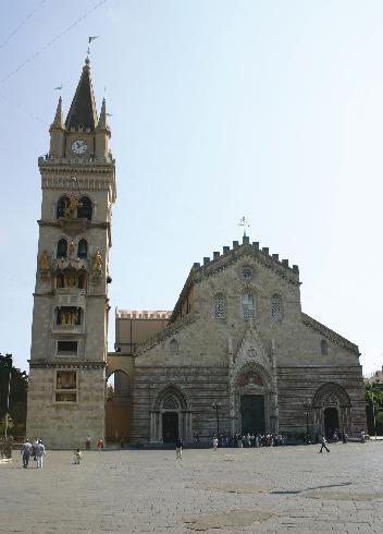 La facciata della cattedrale di  Santa  Maria Annunziata  a Messina