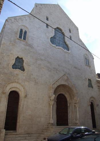 La facciata principale della Chiesa di San Pietro a Bisceglie