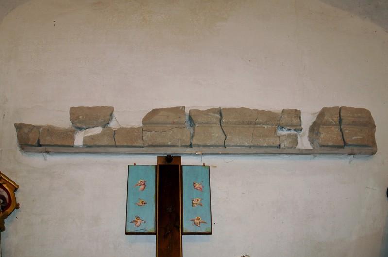 Bott. ligure sec. XVII, Architrave frammentario