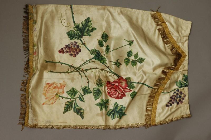 Manifattura ascolana sec. XIX, Conopeo di tabernacolo dipinto con rose 1/2