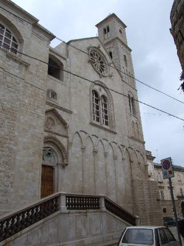 La facciata principale della Chiesa di  Santa  Maria Assunta  a Giovinazzo