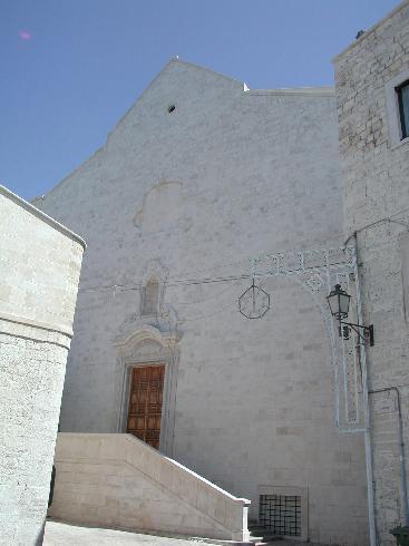La facciata secondaria  della Chiesa di  Santa  Maria Assunta  a Giovinazzo