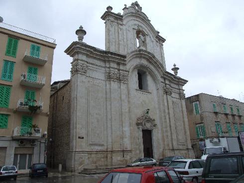 La facciata della cattedrale dell'Assunta a Molfetta