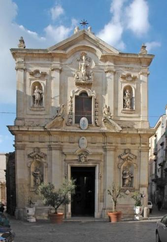La facciata della cattedrale di San Cataldo a Taranto