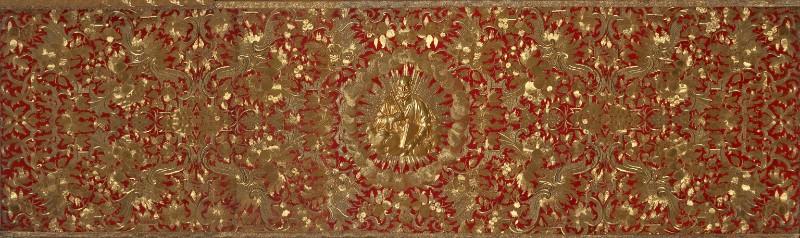 Manif. romana sec. XVIII, Velo omerale in samice d'oro su seta rossa ricamato
