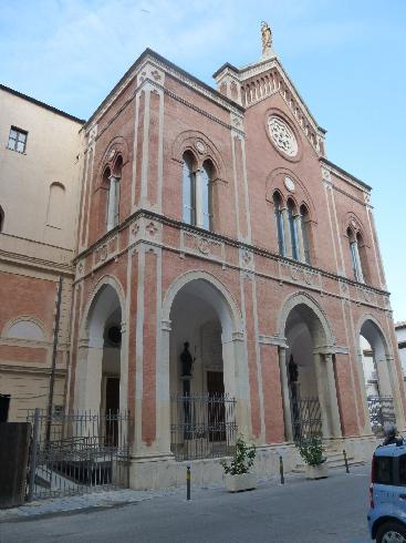 La facciata principale della Cattedrale di Santa Maria Assunta e Sant'Erasmo