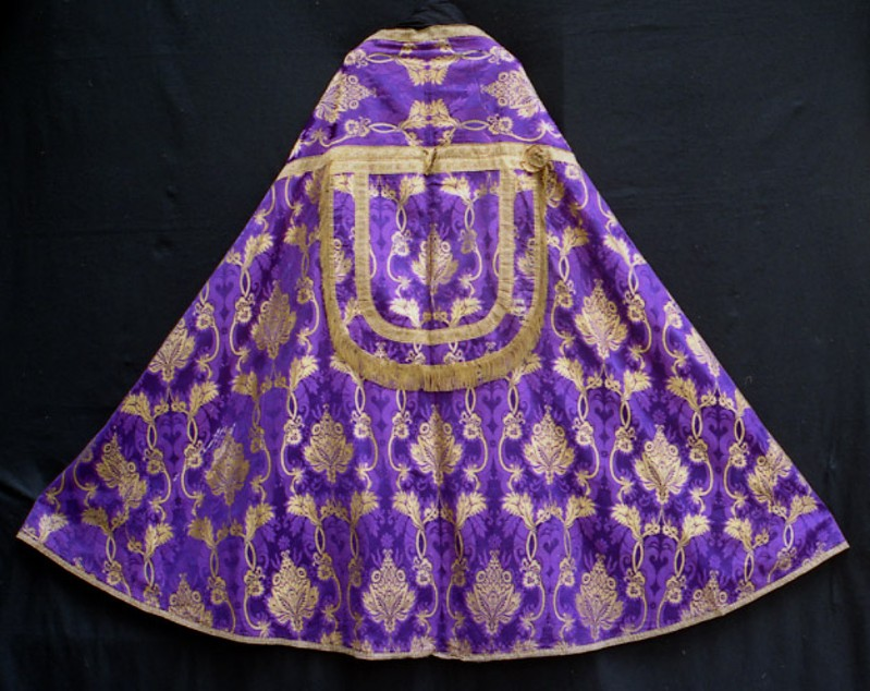 Manifattura italiana sec. XIX, Piviale viola e dorato