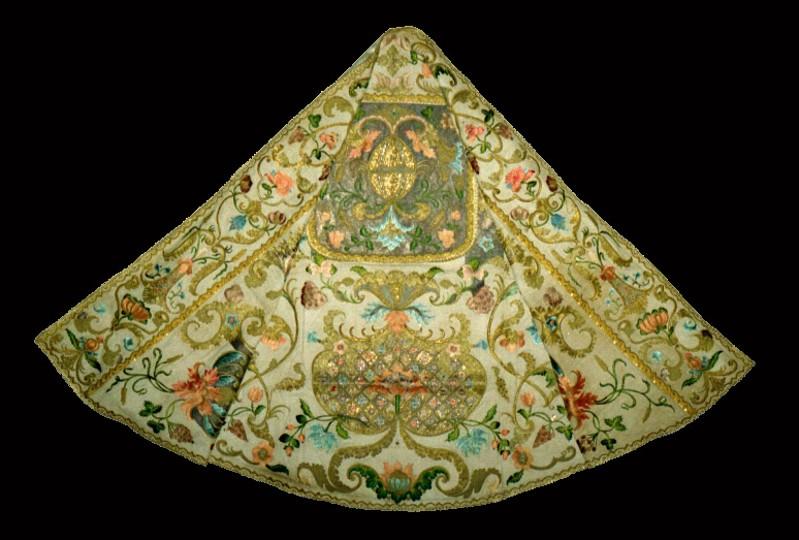 Manifattura siciliana sec. XVIII, Piviale ricamato in seta policroma