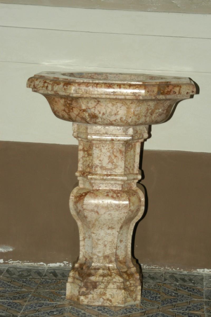 Marmoraro campano sec. XVIII, Fonte battesimale