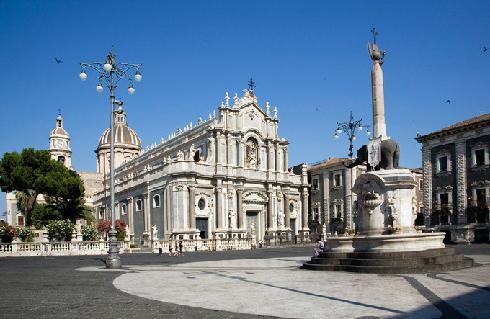 Veduta della cattedrale da piazza del Duomo
