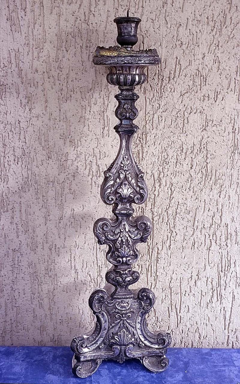 Abbate A. sec. XIX, Candeliere in argento sbalzato e inciso 2/5
