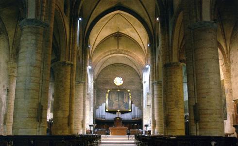 Veduta della navata principale verso l'altare