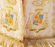 Manifattura campana sec. XX, Mitra bianca con ricamo dorato