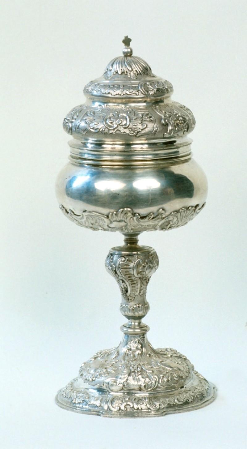 Ambito piemontese sec. XVIII, Pisside con nodo decorato