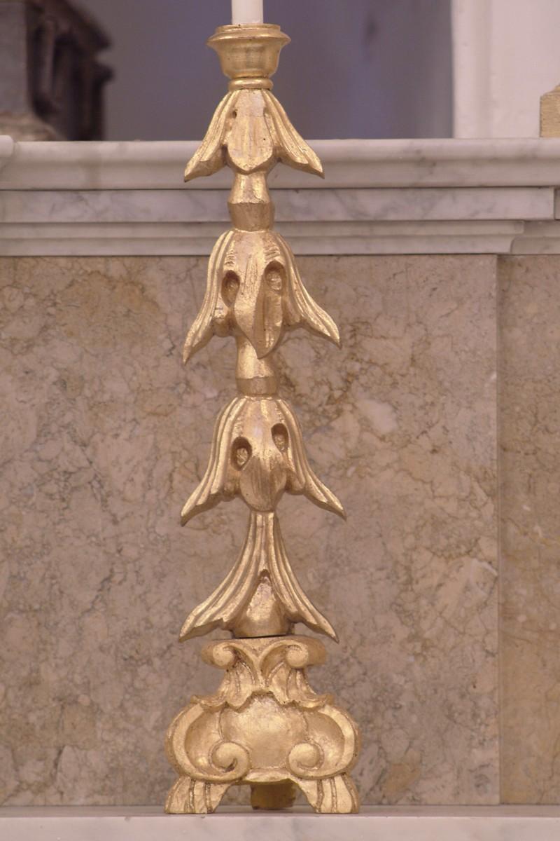 Bottega siciliana sec. XX, Candeliere d'altare con intagli a gigli 1/4