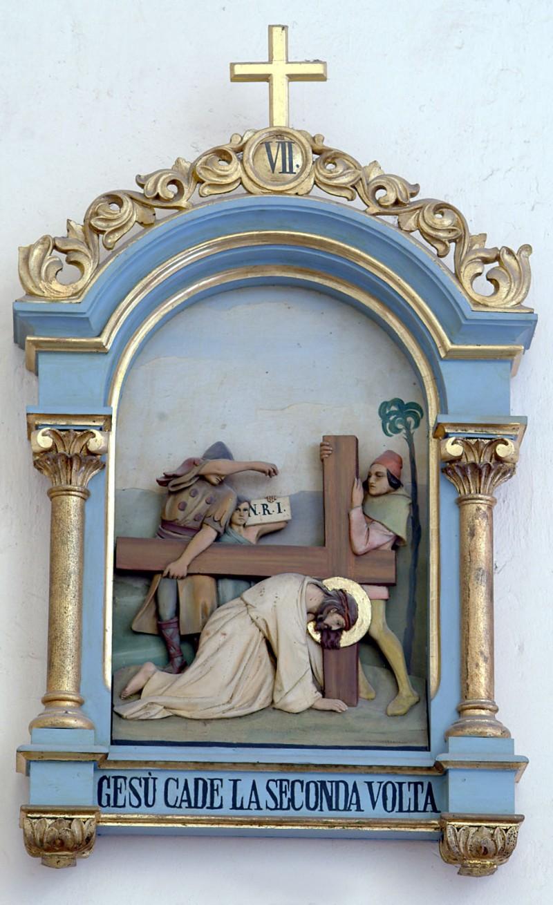 Bottega siciliana sec. XX, Altorilievo con Gesù che cade la seconda volta