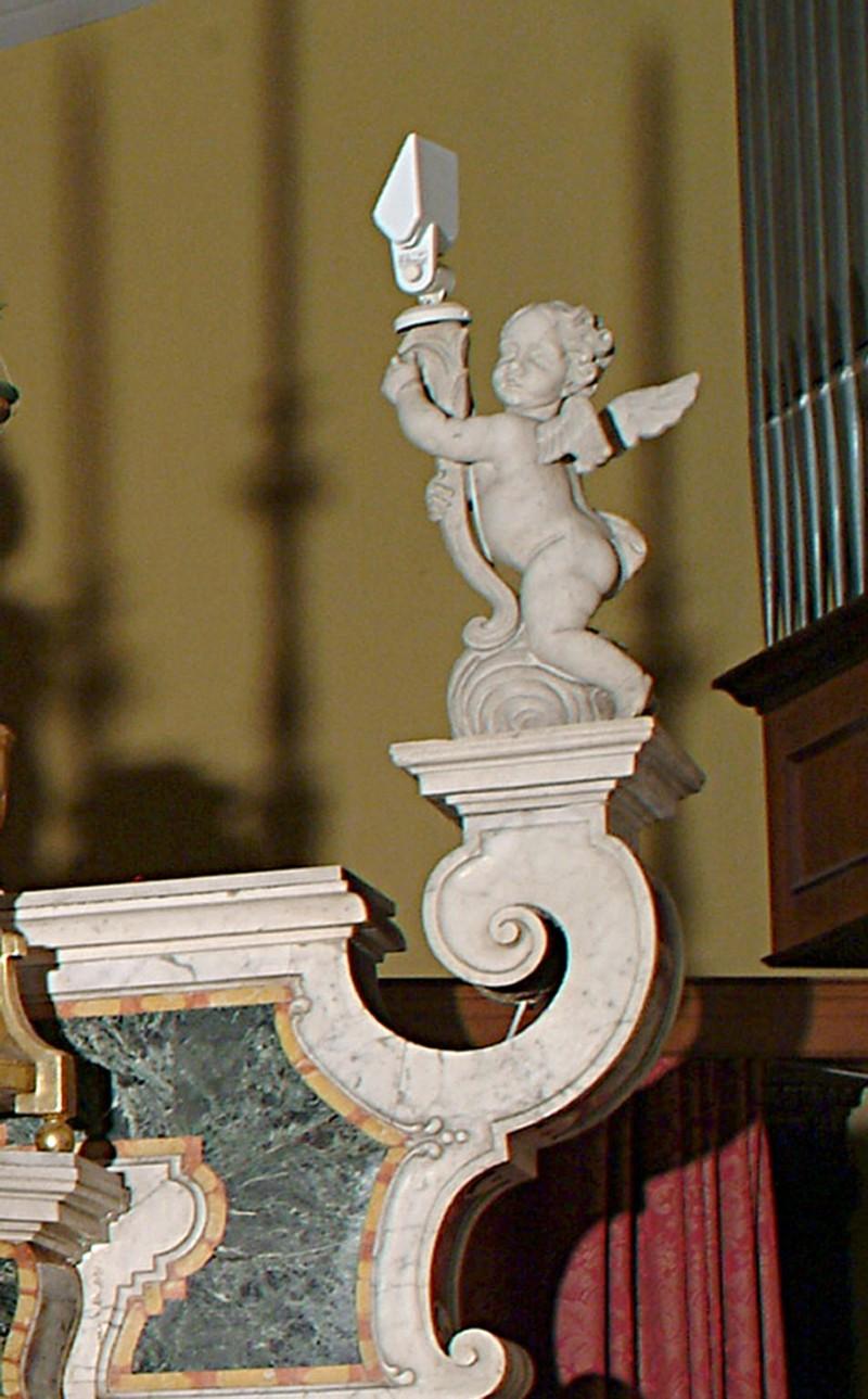 Bottega siciliana sec. XVIII, Scultura destra con Angioletto reggitorcia