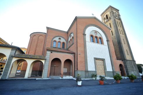 La facciata principale della Cattedrale dei Sacri Cuori di Gesù e Maria