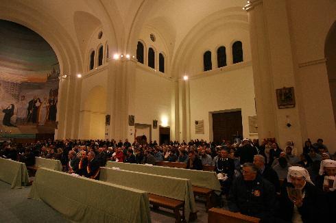 Le autorità e la cittadinanza riunite per la celebrazione di riapertura della cattedrale dopo i lavori di restauro (21 novembre 2010)