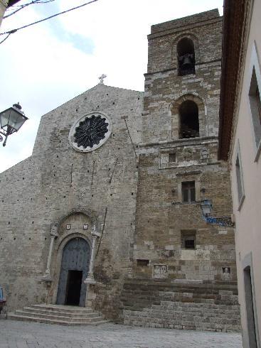 La facciata principale della cattedrale di Santa Maria Assunta e San Canio ad Acerenza