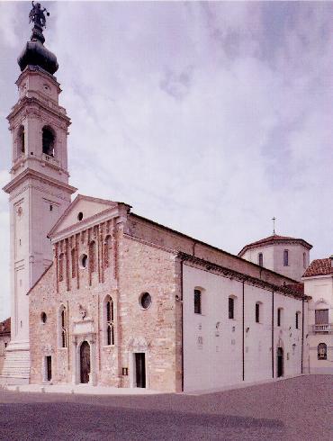 La facciata della cattedrale di San Martino di Tours