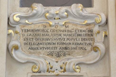 Bottega apuana (1704), Cartiglio dorato con iscrizione 1/2