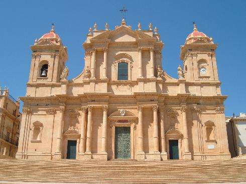 La facciata della cattedrale di San Nicola a Noto