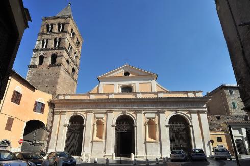 La facciata principale della cattedrale di San Lorenzo Diacono e Martire