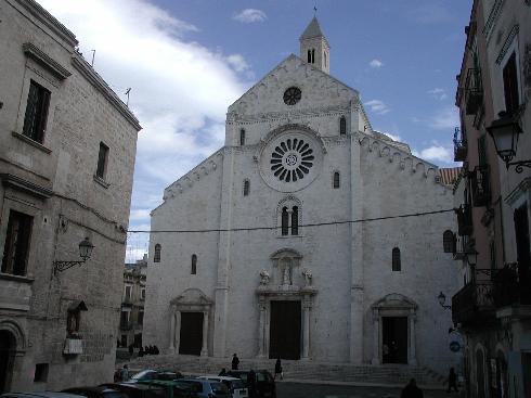 La facciata della cattedrale di San Sabino a Bari