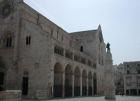 La facciata laterale della Chiesa di Assunta e San Lentino a Bitonto