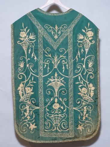 Manifattura abruzzese sec. XX, Pianeta in taffetas di seta verde