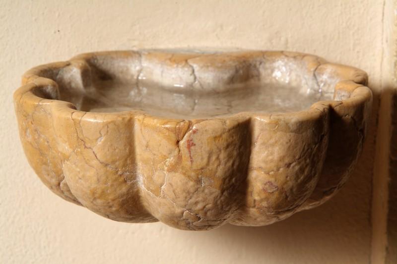 Maestranze veronesi sec. XVIII-XIX, Acquasantiera a valva di conchiglia
