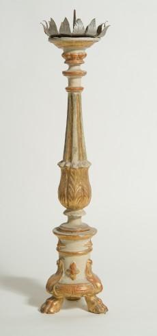Bott. Italia sett. sec. XIX, Candeliere con fiore a quattro petali 1/4