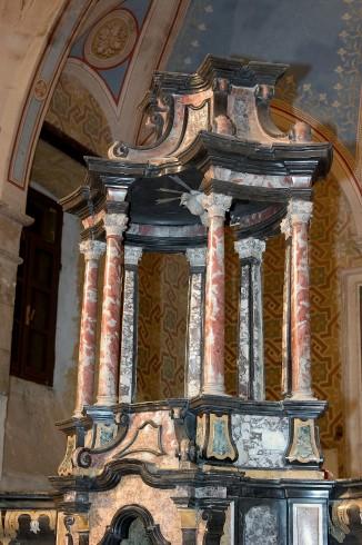 Ambito vigevanese sec. XVIII, Baldacchino con profili in marmo nero