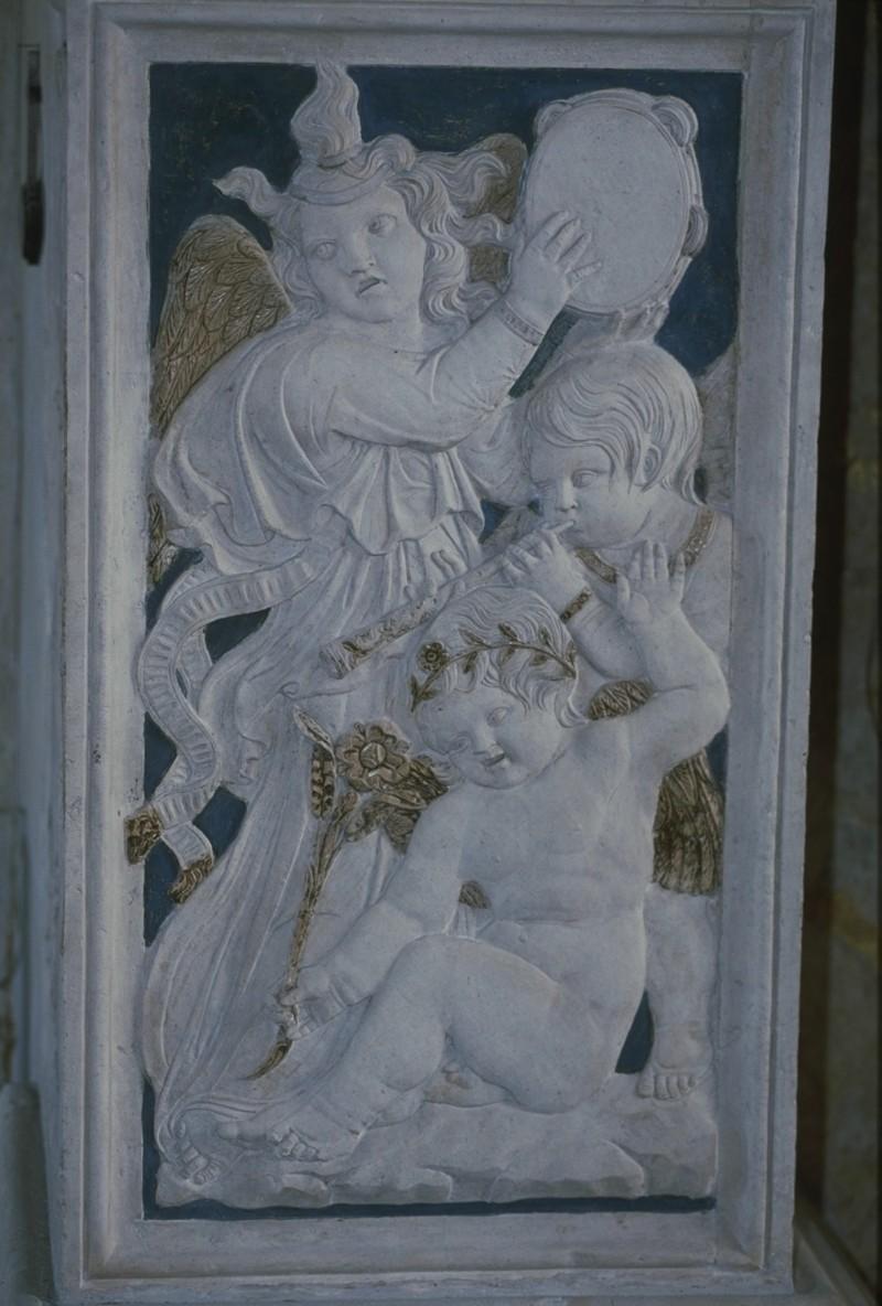 Agostino di Duccio (1449-1456), Bassorilievo angeli con cembalo e piffero