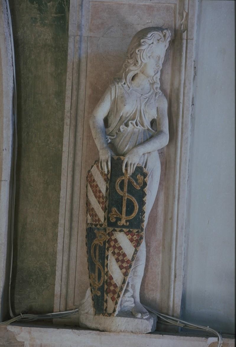 Agostino di Duccio (1450 ca.), Portastemma rivolto a desta