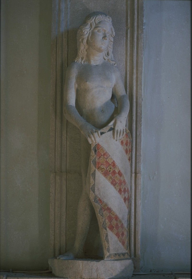 Agostino di Duccio (1450 ca.), Portastemma con tre bande scaccate di rosso