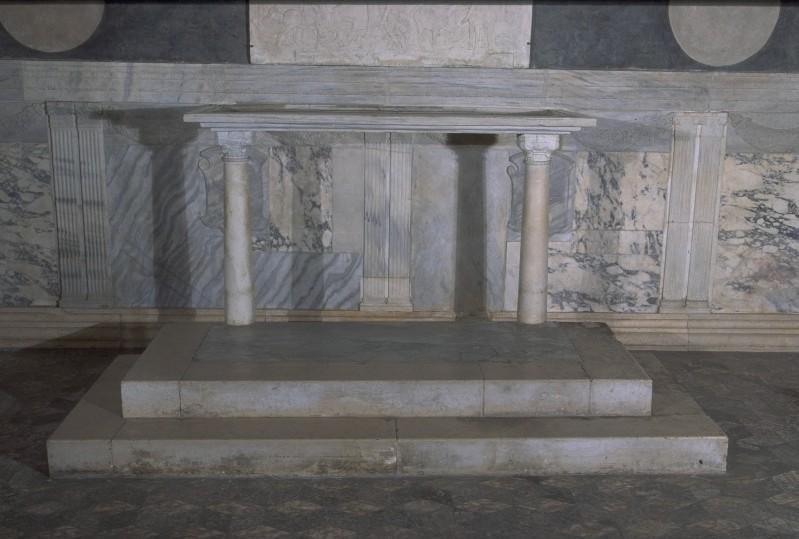 Agostino di Duccio (1449-1452), Mensa d'altare in marmo scolpito