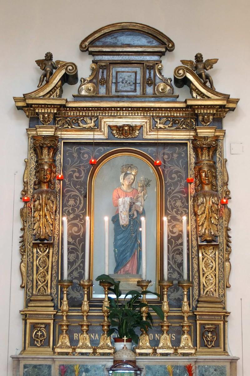 Acemano F. (1666), Ancona in legno scolpito dipinto dorato con stemmi