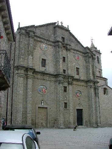 La facciata secondaria  della cattedrale di San Pietro Apostolo a Tempio Pausania