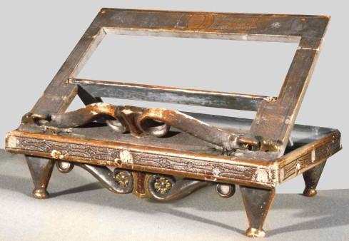 Ambito lombardo sec. XIX, Leggio da altare in legno dipinto e dorato