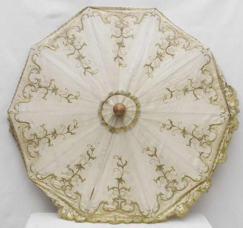 Manifattura lombarda sec. XIX, Ombrellino processionale con ricami vegetali