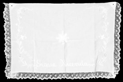 Manifattura bergamasca sec. XX, Amitto in tela di cotone