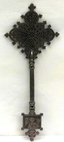 Ambito africano sec. XX, Croce in metallo