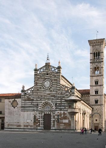 La facciata della cattedrale di Santo  Stefano a Prato