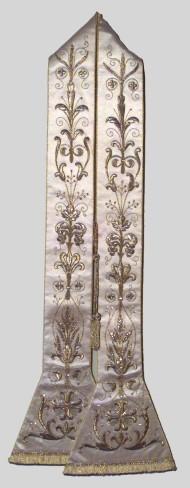 Manifattura italiana sec. XIX, Stola in raso bianco ricamato in filo d'oro