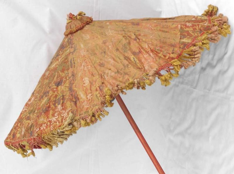 Manifattura lombarda sec. XIX, Ombrellino processionale in raso