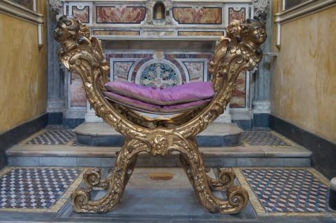 Bott. napoletana fine sec. XVIII, Faldistorio in legno scolpito e dorato